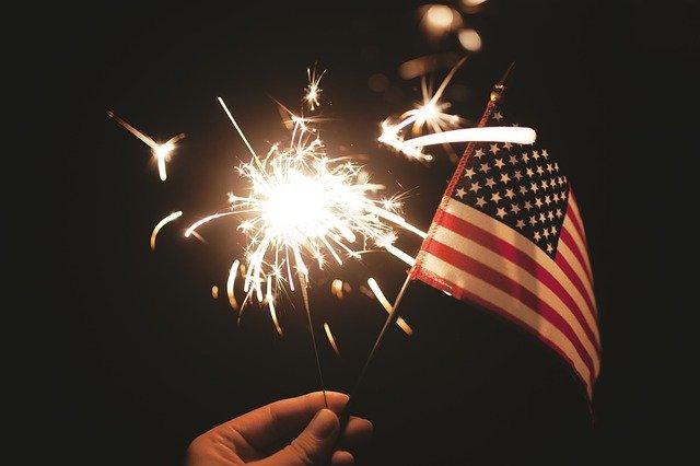 americká vlajka ohňostroj.jpg
